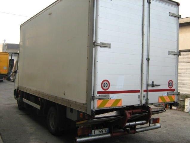 camion usato con pedana o sponda idraulica di sollevamento merci1.jpg